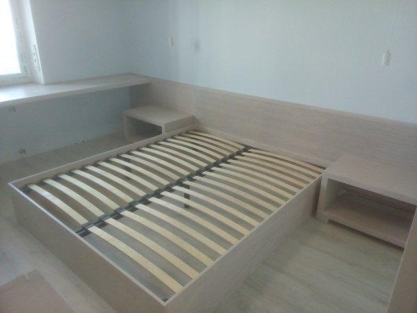 Кровать Лофт в шпоне с изголовьем во всю стену