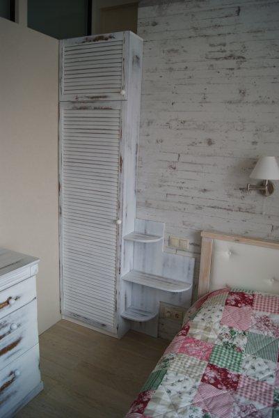 Шкаф состаренный потертый белый