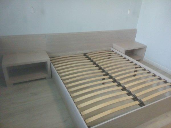 Фрагмент встроенной спальни: кровать и тумбы, МДФ-шпон 60 мм
