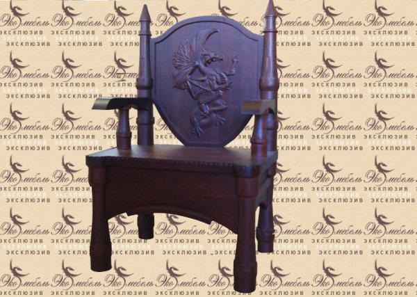 Стул-замок из массива ясеня с резным драконом на спинке (авторская резьба)