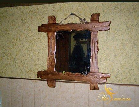 Малеьнкое зеркало в раме под старину