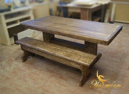 Состаренный стол и лавка