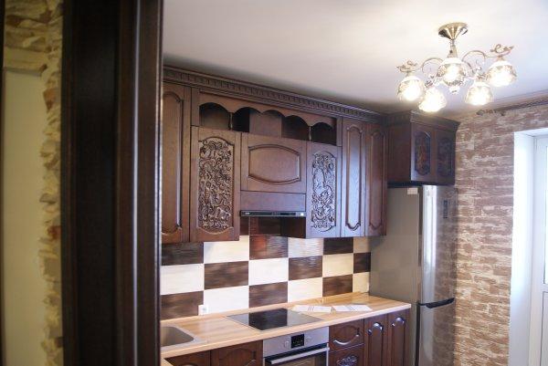 Кухня из массива и шпона с резьбой
