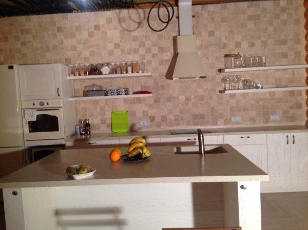 Кухонный остров независимый со столешницей LG