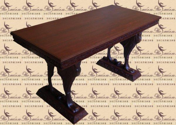 Крутой стол с резьбой из ясеня