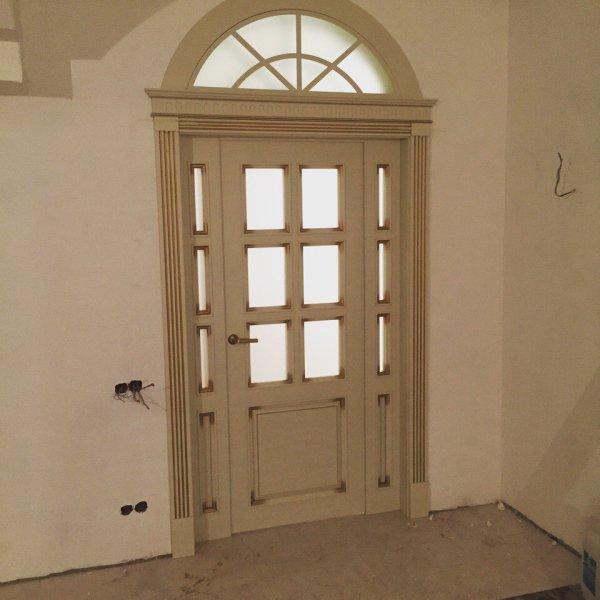 Дверь с аркой наверху