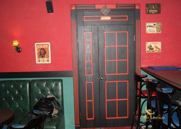 Дверь Черная с красным Массив ясеня