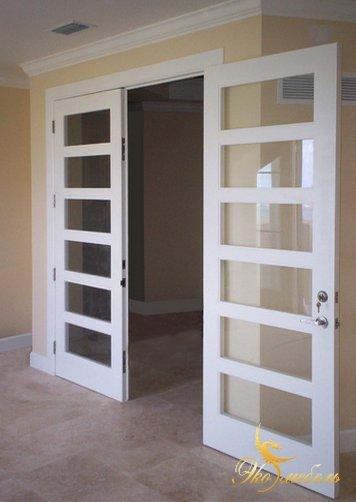 Двустворчатые двери из мдф-белые со стеклом RAL