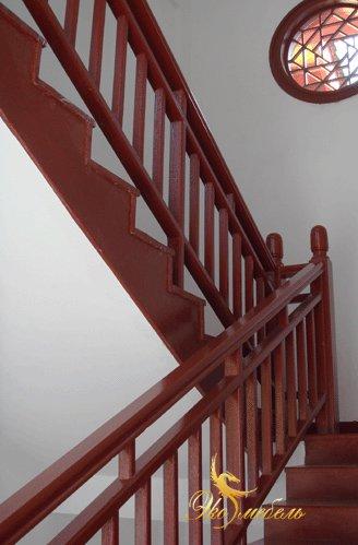 Лестница строгая из массива