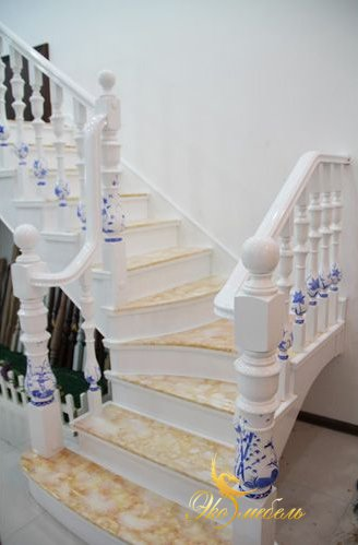 Белая лестница + краска под мрамор